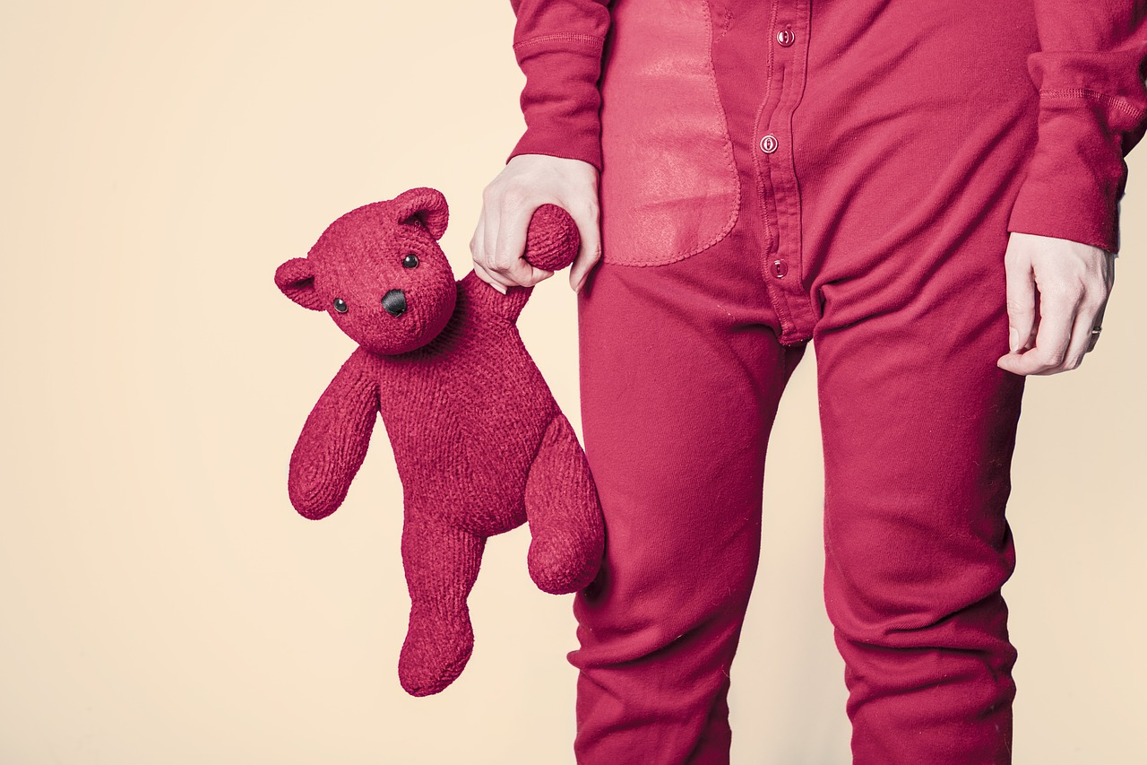 A child and a teddy bear. Kids can easily get bored with their toys. Here are tips for parents